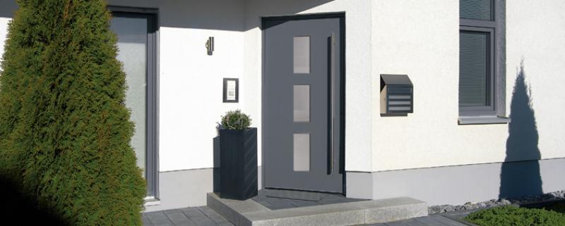 einfaches energiemanagement mit aluminium haust ren. Black Bedroom Furniture Sets. Home Design Ideas